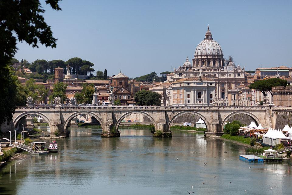 rome-st-peters-basilica-01.jpg