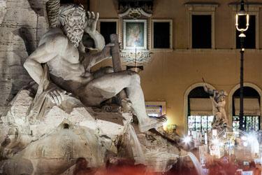 rome-piazza-navona-by-night-01.jpg