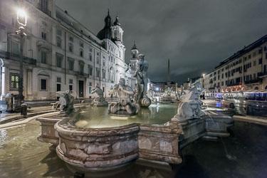 rome-piazza-navona-by-night-11.jpg