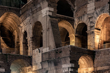 rome-colosseum-by-night-30.jpg